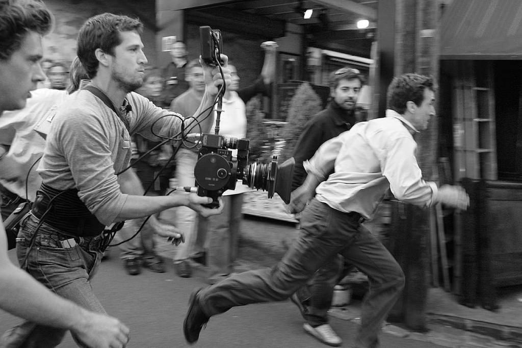 在电影片场拍照 黑白展现创作背后的故事